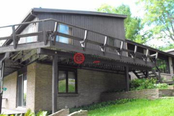 居外网在售加拿大Lyndhurst5卧6卫的房产总占地186平方米CAD 657,700