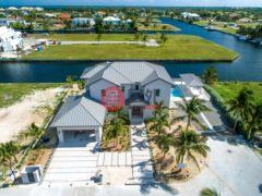居外网在售开曼群岛5卧5卫的房产总占地1324平方米USD 2,926,900