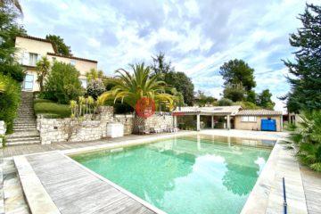 居外网在售法国8卧6卫局部整修过的房产总占地6800平方米EUR 2,050,000